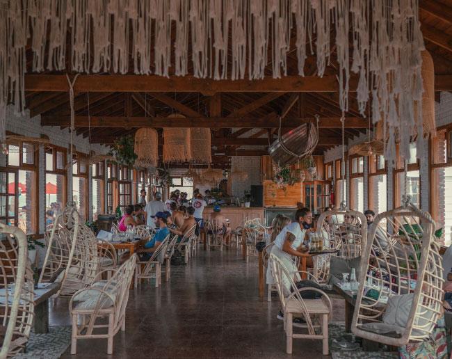 restaurant playa luna roja